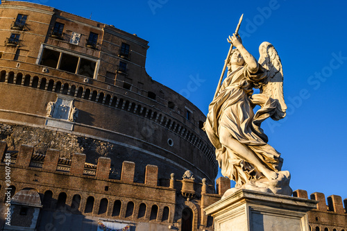 Angel on guard of Rome, statue of an angel on the background Castle Sant'Angelo, bridge of the Holy angel Fototapete