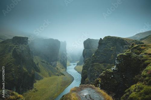 Платно Fjaðrárgljúfur canyon in Iceland in the fog.