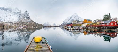 Obraz na płótnie beautiful fishing town of reine at lofoten islands, norway