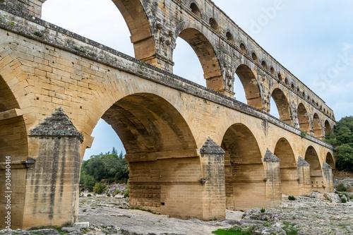 Canvas-taulu Pont du Gard is the tallest aqueduct and bridge