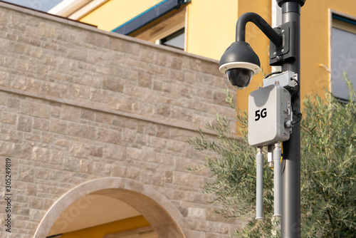 Wi-Fi transmitters with 5G network on the city street Fototapet