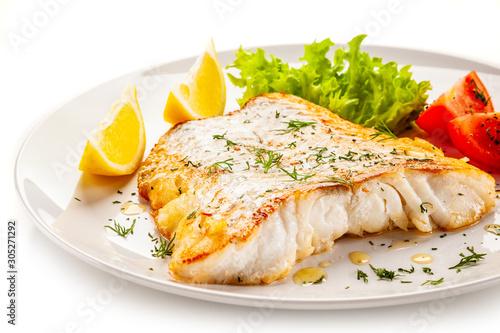 Carta da parati Fish dish - fried fish fillet with vegetables