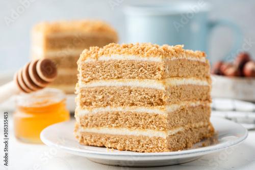 Russian honey layer cake Medovik slice Fototapete