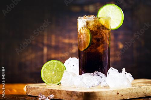 Obraz na plátně Rum and Cola Cuba Libre with Lemon and Ice