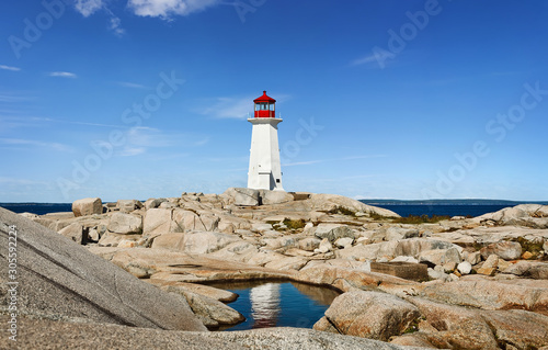Foto Panorama of Nova Scotia's iconic Peggys Cove Lighthouse on a sunny day