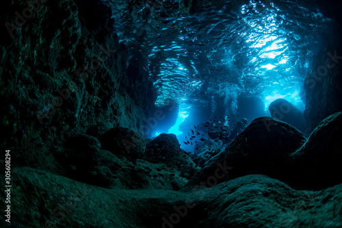 Stampa su Tela Rays of sunlight into the underwater cave