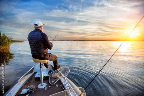 Fotografija fisherman in a boat on the lake in autumn