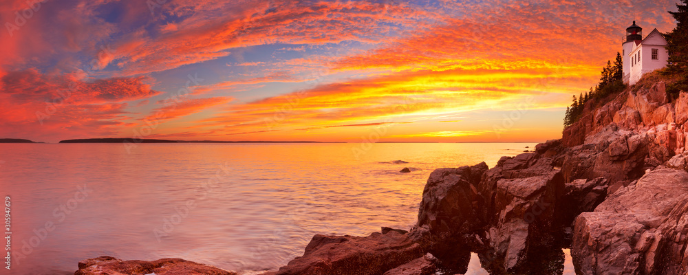 Bass Harbor Head Lighthouse, Acadia NP, Maine, USA at sunset <span>plik: #305947679   autor: sara_winter</span>