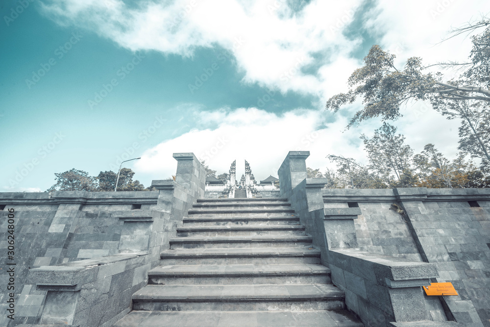 A beautiful view of Lempuyang temple in Bali, Indonesia <span>plik: #306248006   autor: joseduardo</span>