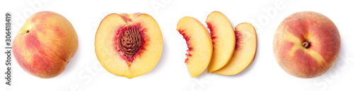 Photo Fresh ripe whole, half and sliced peach