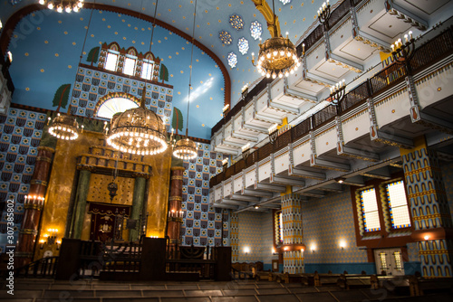 Carta da parati The lovely Kazinczy synagogue situated  in the former Jewish Ghetto in Budapest