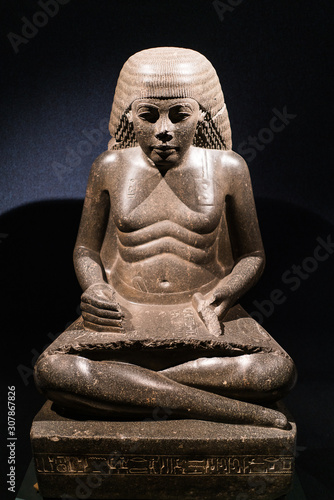 Fototapeta statue of scribe old man in old egypt museum Luxor