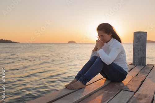 The girl sits in prayer to God with a promise Fototapet
