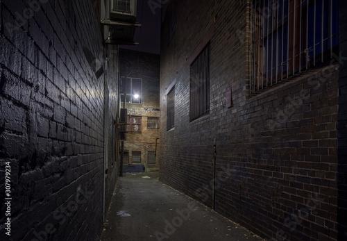 Fotografia Spooky alley at night