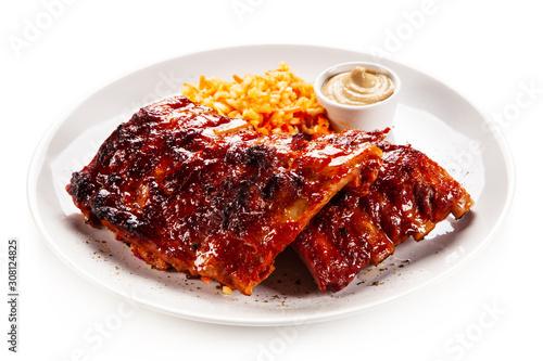 Obraz na plátně Barbecued ribs and vegetables on white background