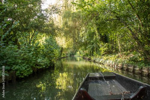 Obraz na plátně Navigation en barque à cornet dans les Hortillonnages