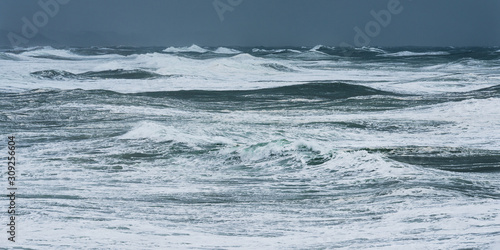Leinwand Poster Storm waves in the Atlantic Ocean