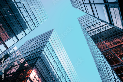 Foto Corporate office building facade and sky - business concept -