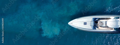 Fotografia Aerial drone ultra wide top down photo of luxury rigid inflatable speed boat cru