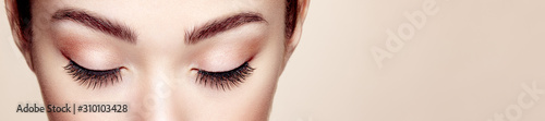 Fotografia Female Eye with Extreme Long False Eyelashes
