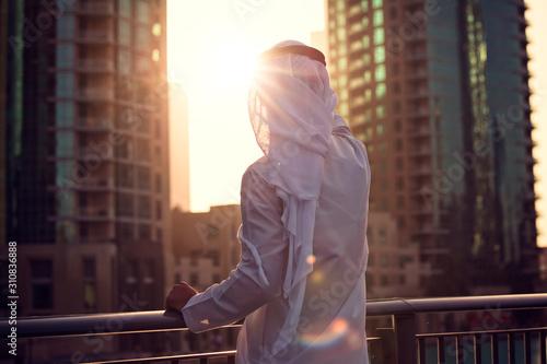 Arabic man looking to the sunrise, sunset Dubai Fototapet