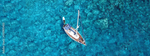 Fotografia Aerial drone photo of luxury sail boat docked in tropical exotic bay with turquo