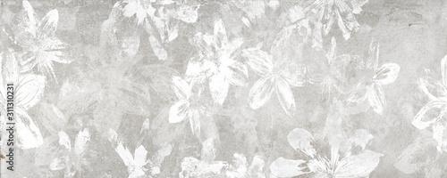 Kwiaty na tle starej białej ściany, cyfrowe płytki ścienne lub projekt tapety