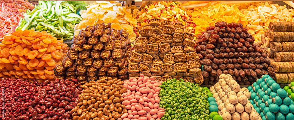 Grand bazaar shops in Istanbul, Turkey <span>plik: #311329811   autor: Horváth Botond</span>