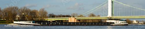Foto View over the river rhine near Cologne Deutz