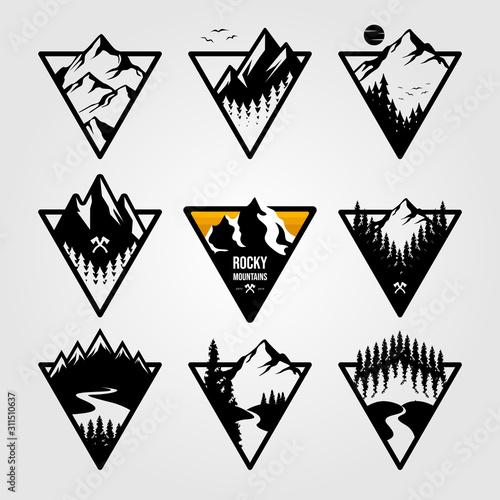 Fotografia set of vintage mountain triangle logo view landscape outdoor adventure vector il