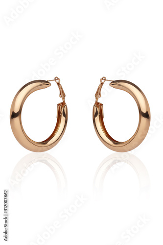 Carta da parati Subject shot of a pair of golden earrings isolated on the white background with reflexion