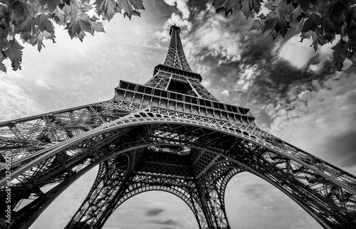 Obraz na płótnie Eiffel Tower in Paris France with Golden Light Rays