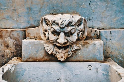 Obraz na plátne gargoyle head on fountain