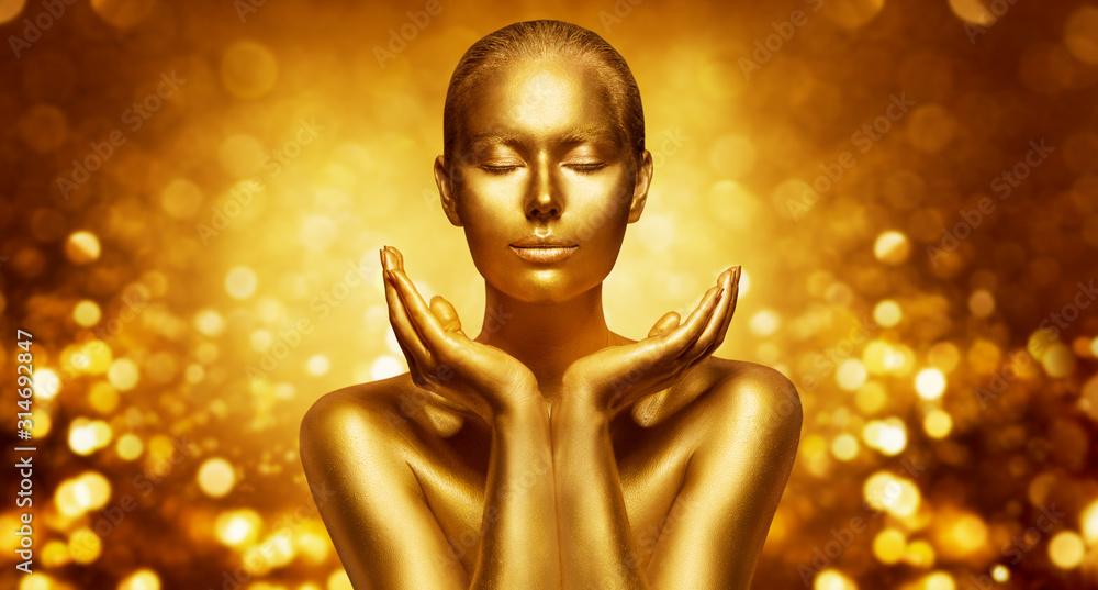 Gold Skin, Beautiful Woman holding Golden Beauty in Hands, Fashion Body Art Make Up <span>plik: #314692847 | autor: inarik</span>