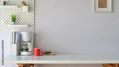 Cuadros en Lienzo Photo of working desk in modern work place