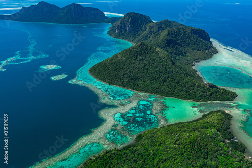 Stampa su Tela Amazing tropical paradise islands from air with blue turquoise blue lagoon water and coral reef