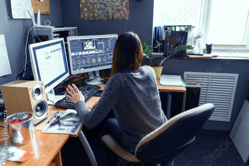 Fotografie, Obraz A Dark-haired Female Works In A Video Editor