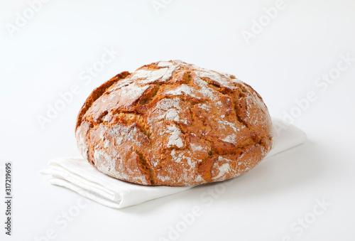 Fotografia Rustic sourdough bread with crispy crust