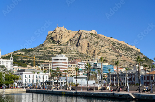 Tela Hafen mit Castillo Santa Barbara, Alicante