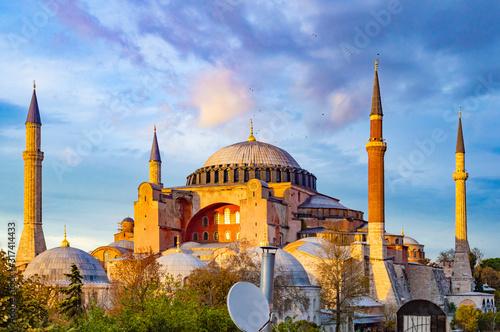 Obraz na plátně Hagia Sophia exterior, taken at a cloudy sunset.