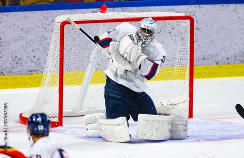 Cuadros en Lienzo Ice hockey goalie makes a save