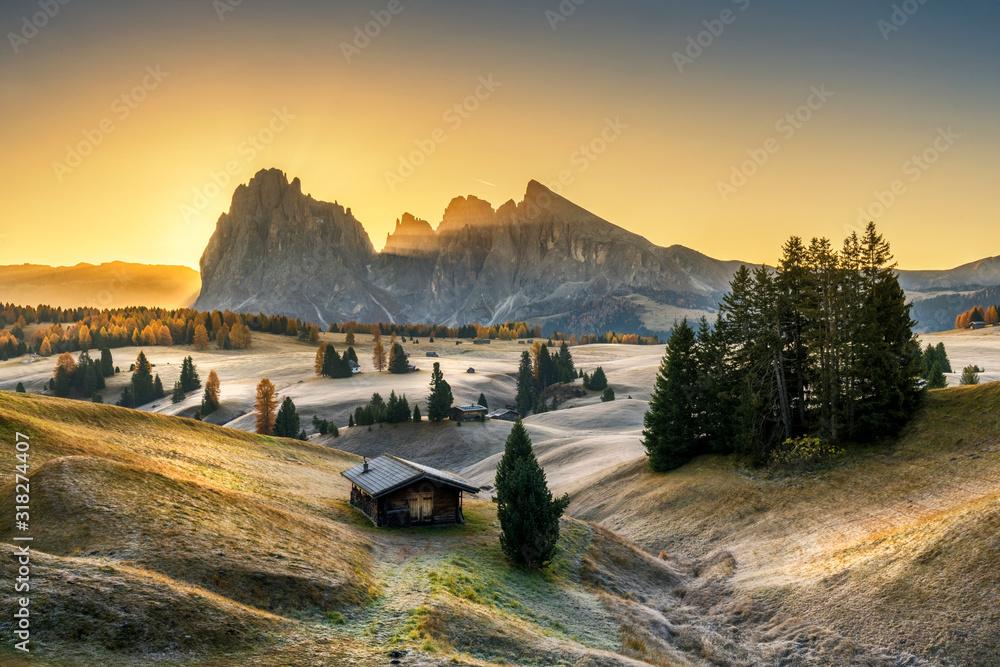 Alpe di Siusi valley in Italian dolomites <span>plik: #318274407 | autor: Piotr Krzeslak</span>