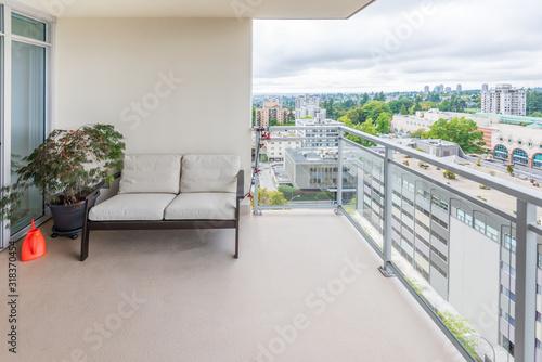 Photo Empty balcony or veranda in a modern house or apartment.
