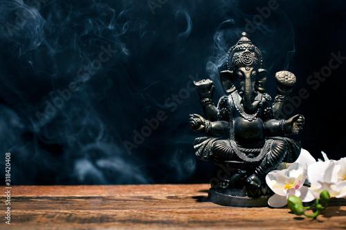 Платно Hindu god Ganesh on black background