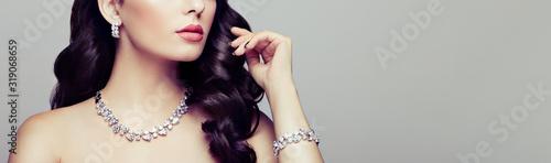 Fényképezés Brunette Girl with Long and shiny Curly Hair
