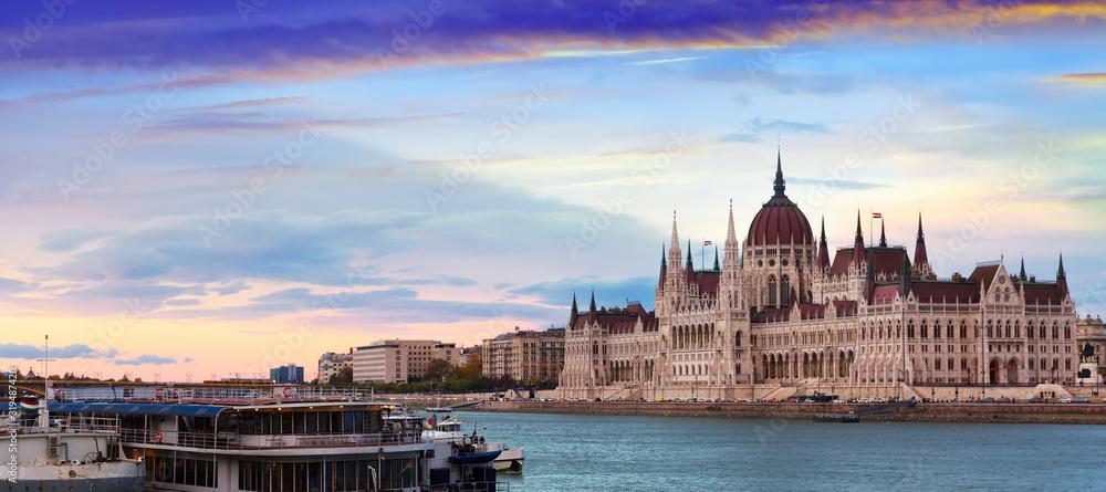 Hungary parliament at sunset <span>plik: #319487420   autor: JackF</span>