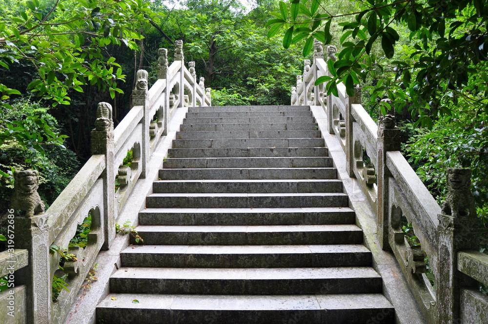 schody starożytnego mostu <span>plik: #319672686   autor: eminda</span>