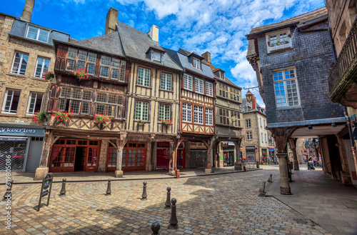 Tela Half-timbered medieval houses in Dinan historical Old town, Brittany, France