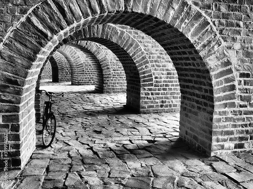Bicycle Parked In Archway Fototapet