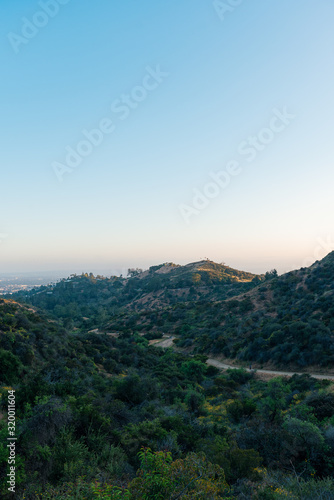 Valokuva The Firebreak Trail to the Griffith Observatory in Los Angeles
